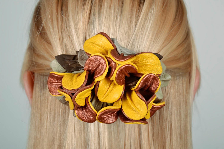 Заколка из кожи для волос