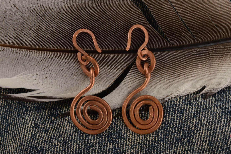 Длинные металлические серьги ручной работы оригинальные красивые с подвесками фото 1