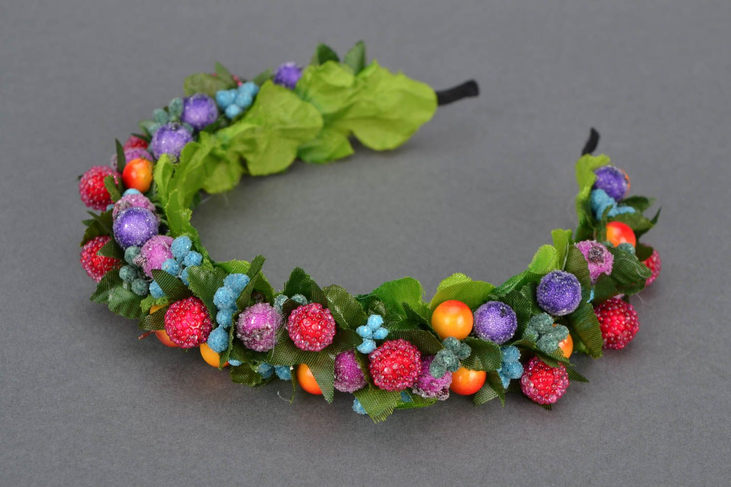 Headband with berries and leaves photo 1