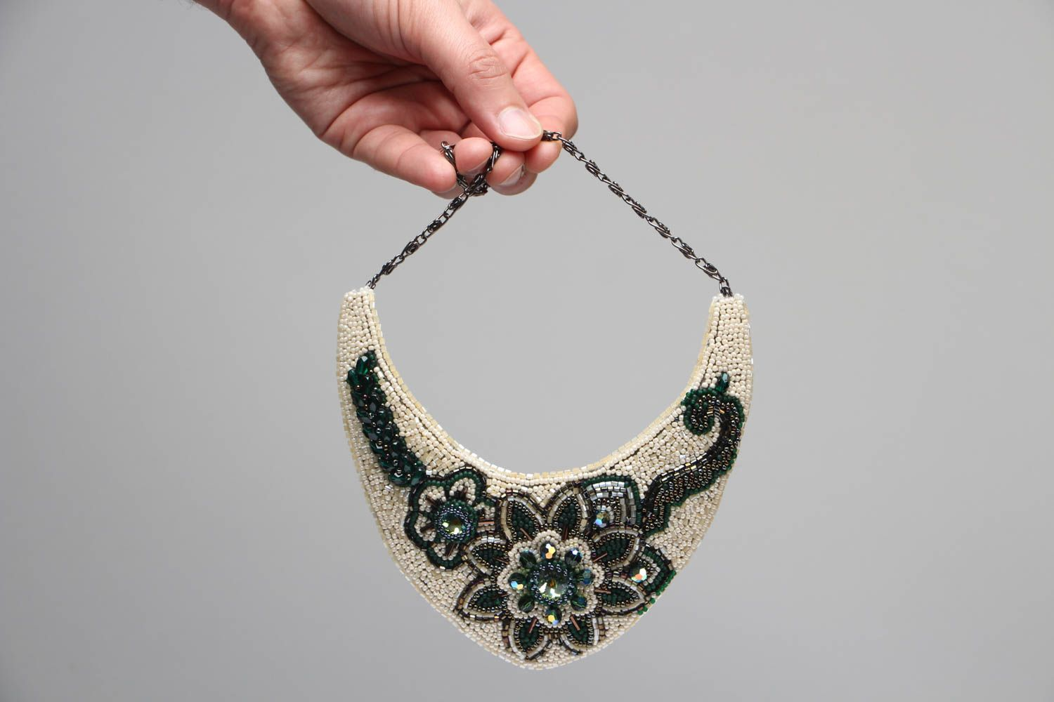 Beaded necklace with embroidered flowers Latika photo 3