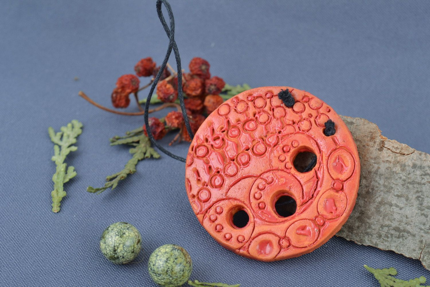 Handmade round painted red clay neck pendant photo 1