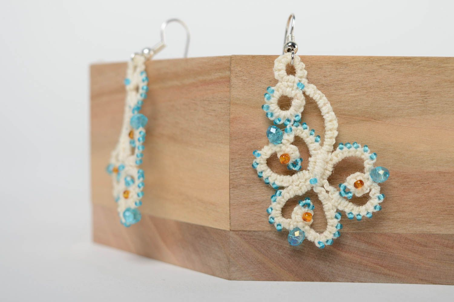 Festive woven earrings photo 1