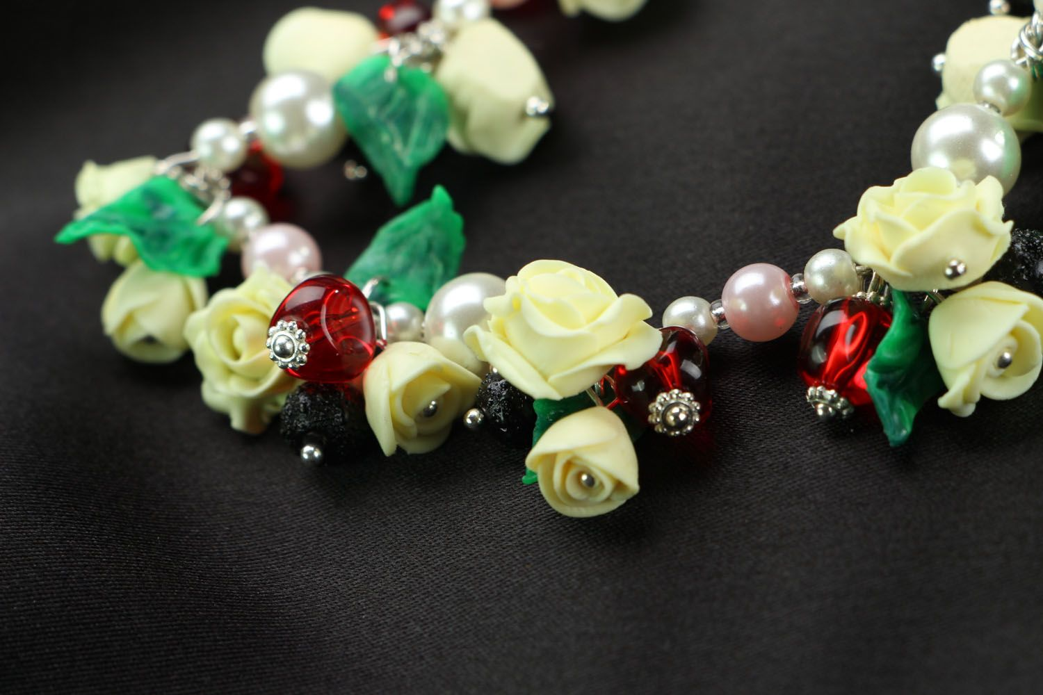 Bracelet with charms in the shape of roses photo 6