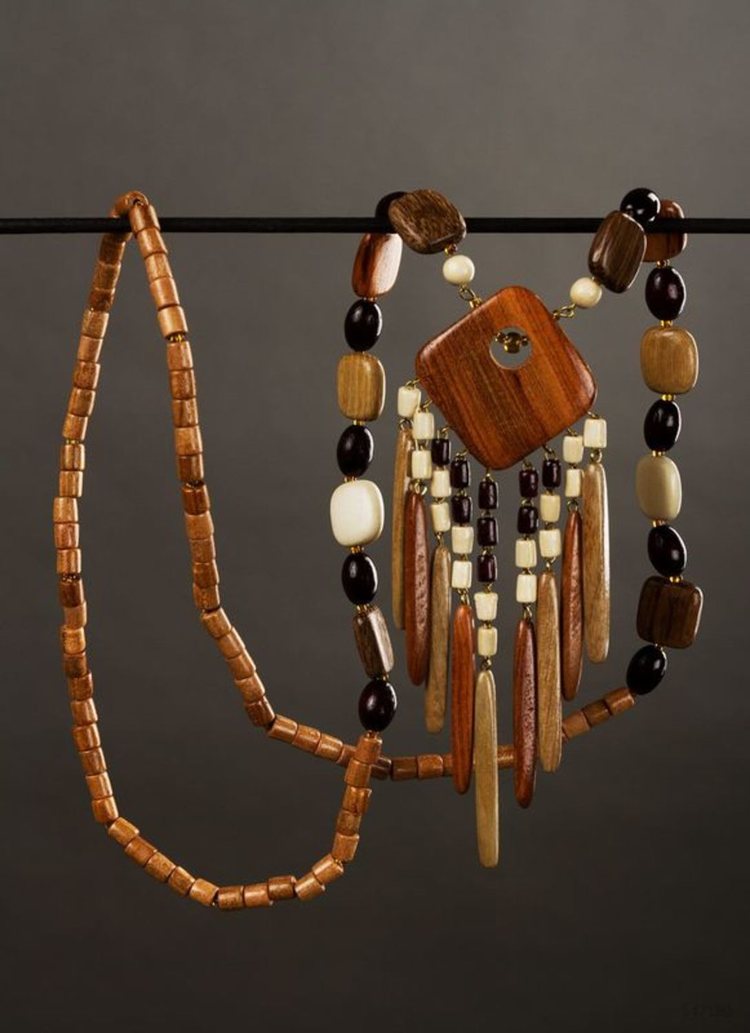 Wooden long necklace photo 1