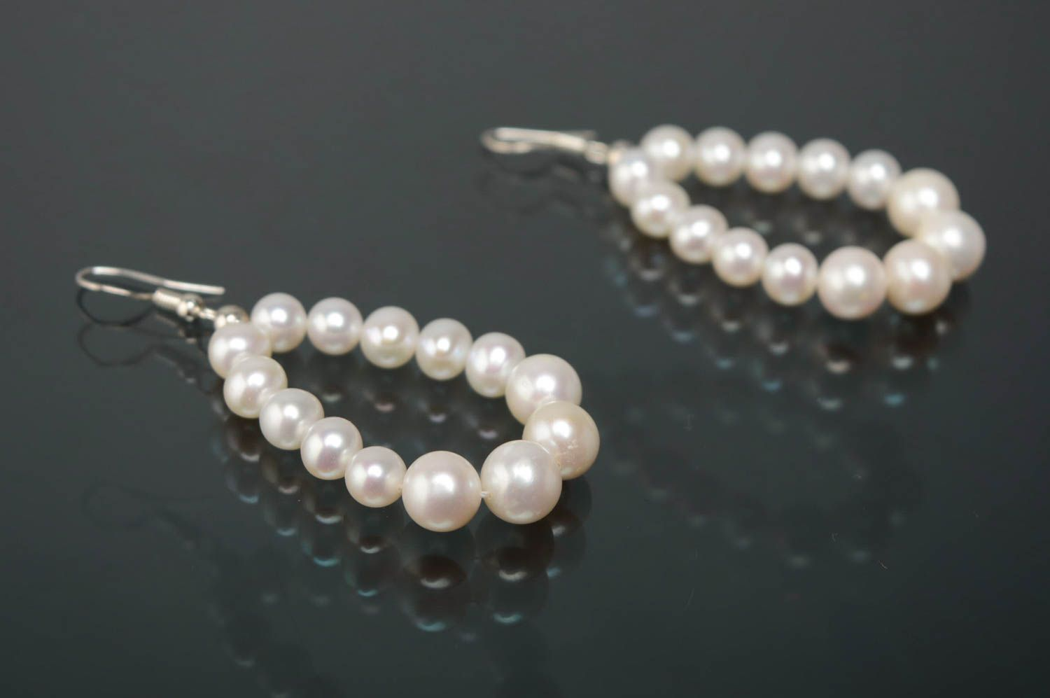 dangle earrings Silver earrings with pearls of white color - MADEheart.com
