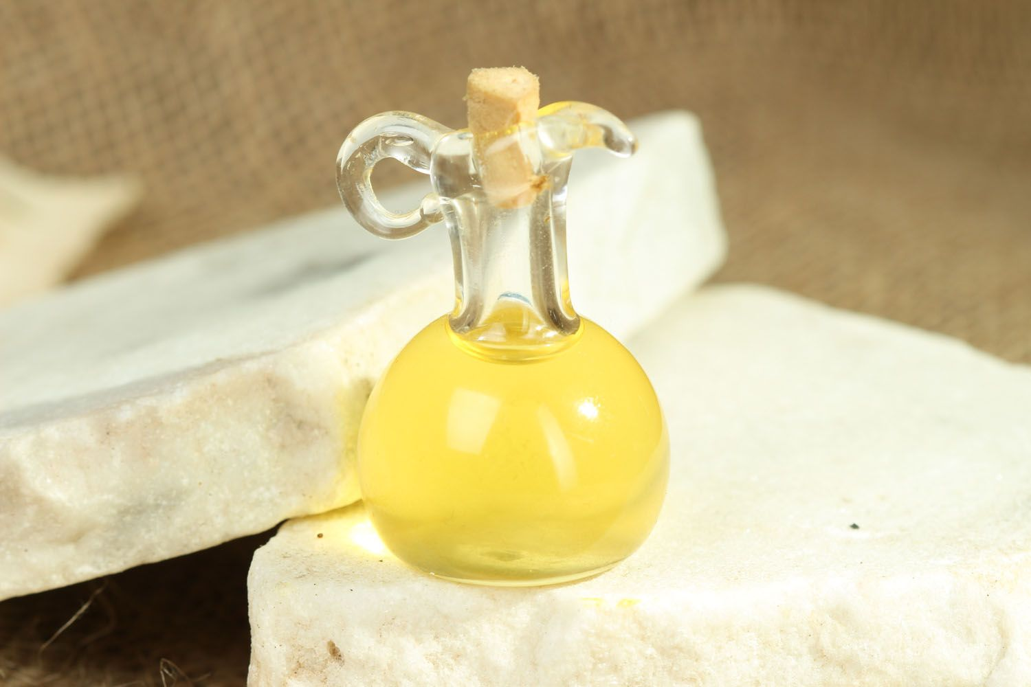 Oil perfume in small bottle photo 3