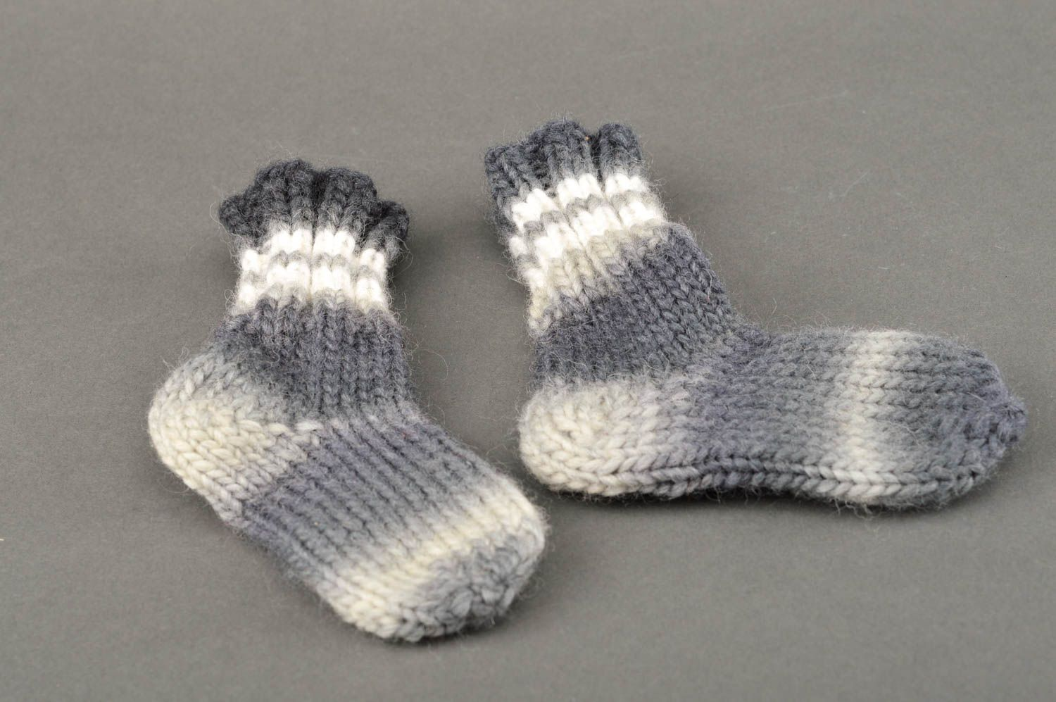 Notice: Undefined variable: cat in /home/newmadeheart/prod/cache/volt/%%home%%newmadeheart%%prod%%app%%views%%product%%index.volt.php on line 139  Warm winter socks hand-crocheted socks present for women present for friend - MADEheart.com