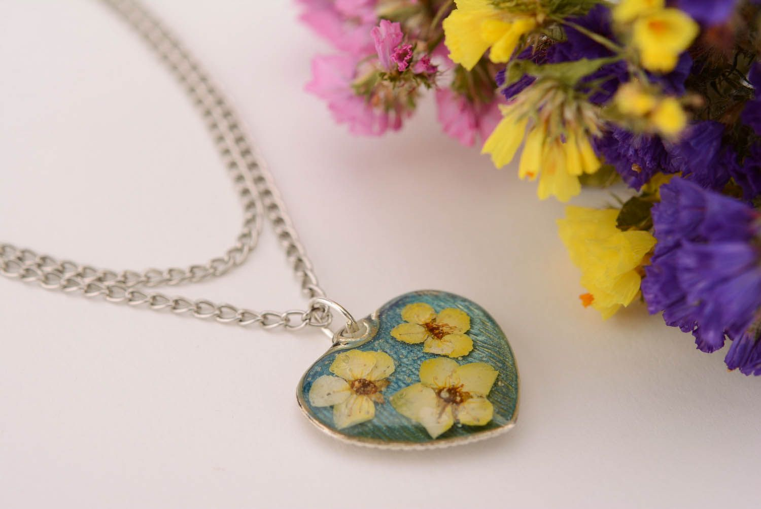 resin jewelry Pendant with a chain