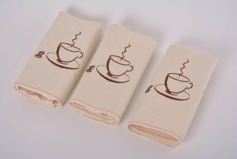 Madeheart servilletas bordadas a m quina de lino for Cocinas hechas a mano