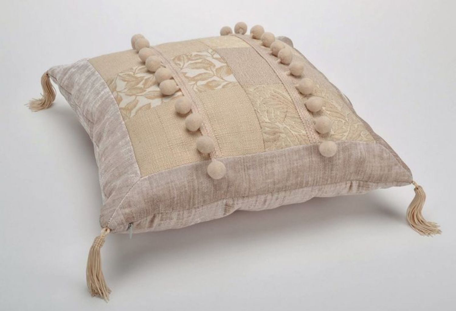 Pillow made from cotton and synthetic down, with tassels photo 4