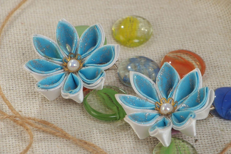 Набор заколок для волос из атласных лент хэнд мэйд в виде голубых цветов 2 шт фото 1