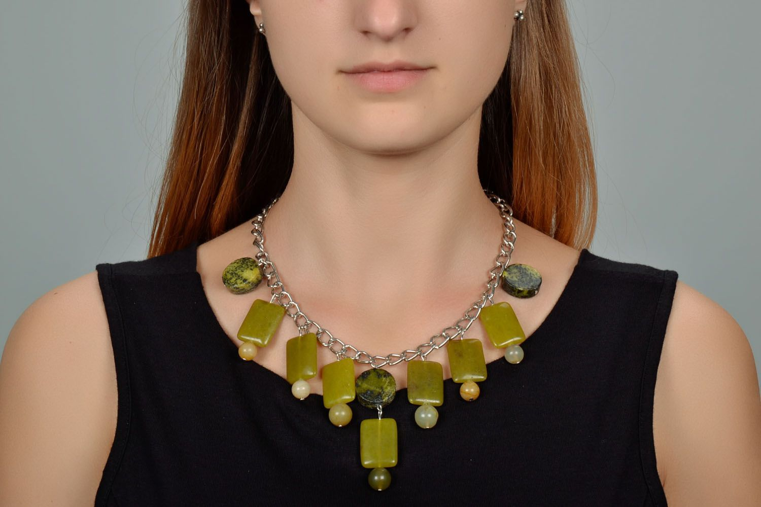 Fashion necklace of olive color  photo 1