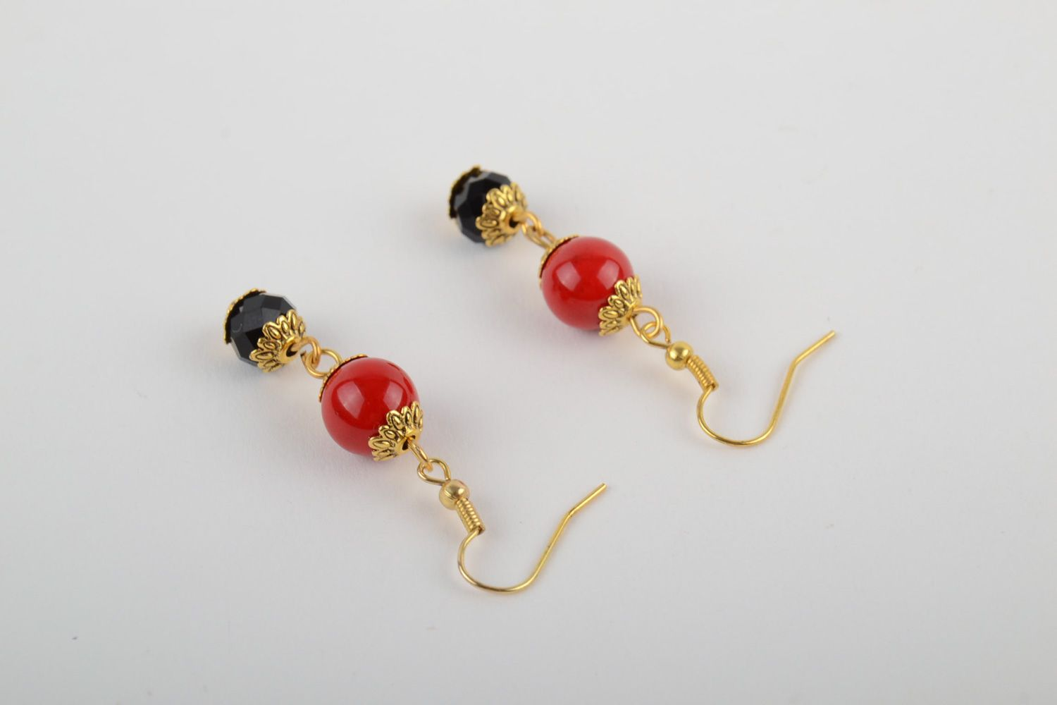 Handmade dangle earrings with artificial coral and faceted beads red and black photo 3