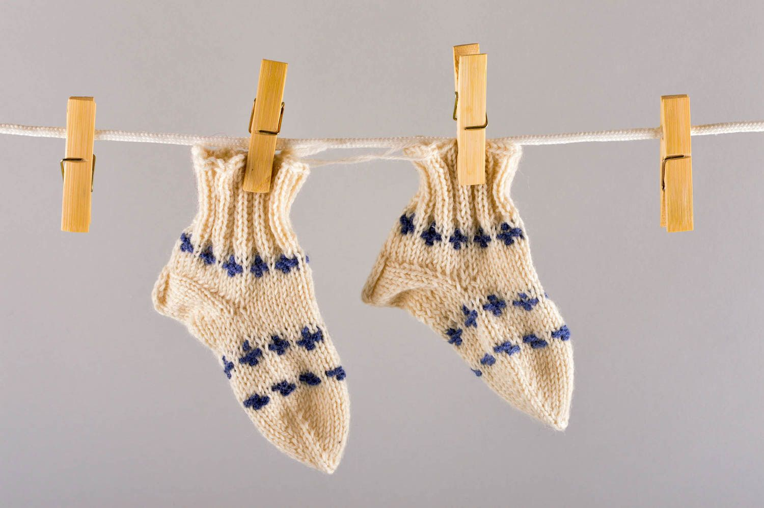 Notice: Undefined variable: cat in /home/newmadeheart/prod/cache/volt/%%home%%newmadeheart%%prod%%app%%views%%product%%index.volt.php on line 139  Beautiful handmade knitted socks childrens warm socks accessories for kids - MADEheart.com