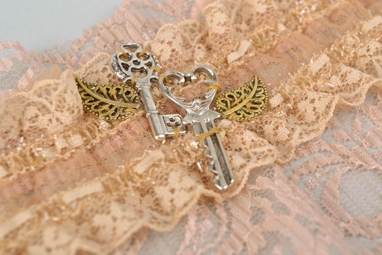 Gentle beige lacy bracelet photo 3