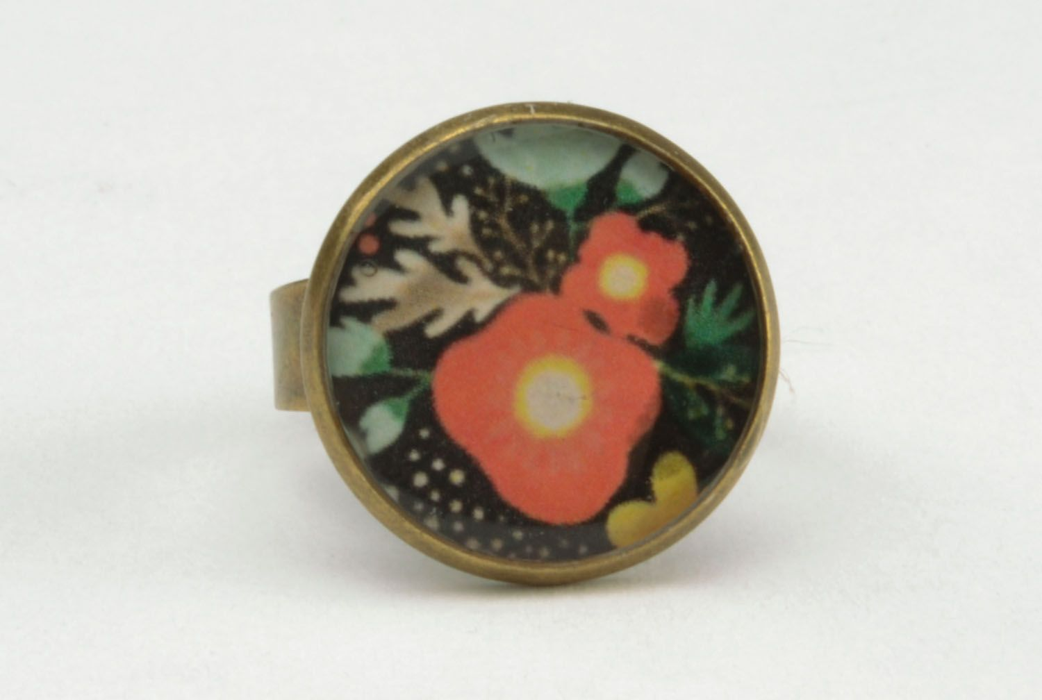 Ring with epoxy resin photo 5