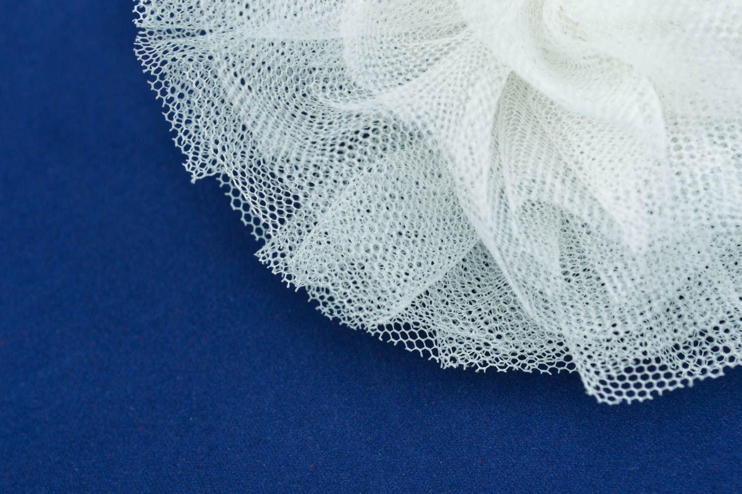 Hair tie with veiling photo 3