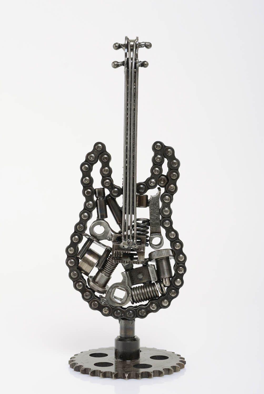 madeheart originelle ungew hnliche deko gitarre figur aus metall geschenk f r dekoration. Black Bedroom Furniture Sets. Home Design Ideas