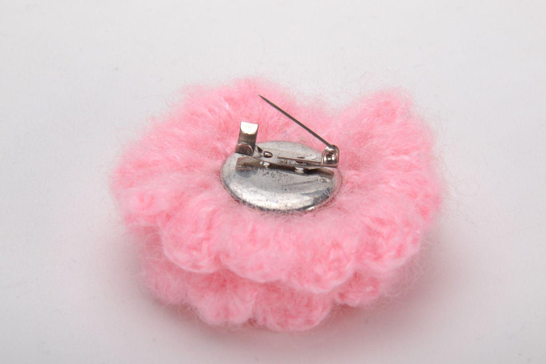 Crochet brooch in the shape of pink flower photo 4