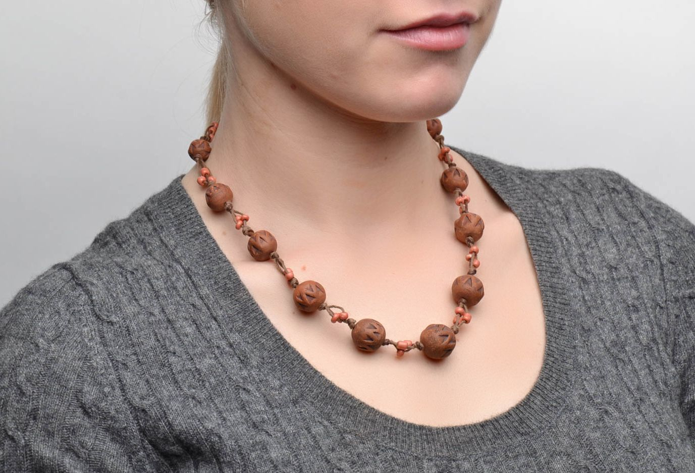 Brown ceramic bead necklace photo 2