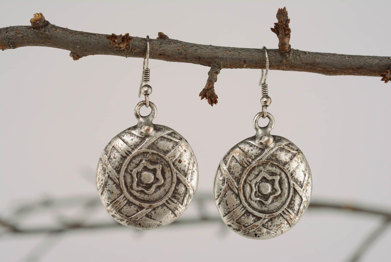 Round metal dangle earrings photo 1