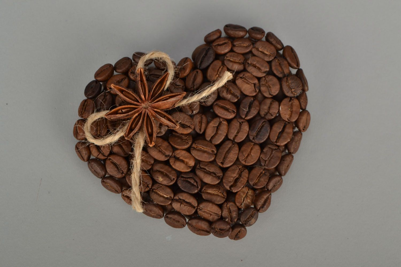 Fridge magnet made of coffee beans photo 3