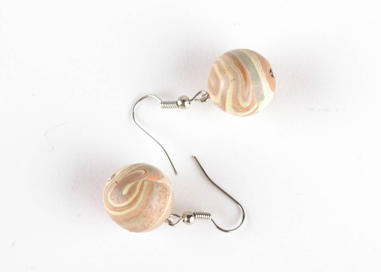 Ohrringe mit Anhängern aus Polymerton foto 2