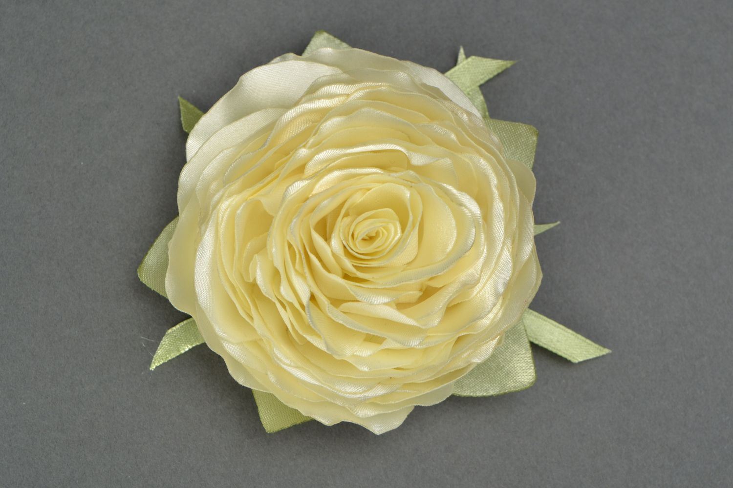 Satin ribbon brooch hair clip in the shape of white rose photo 1