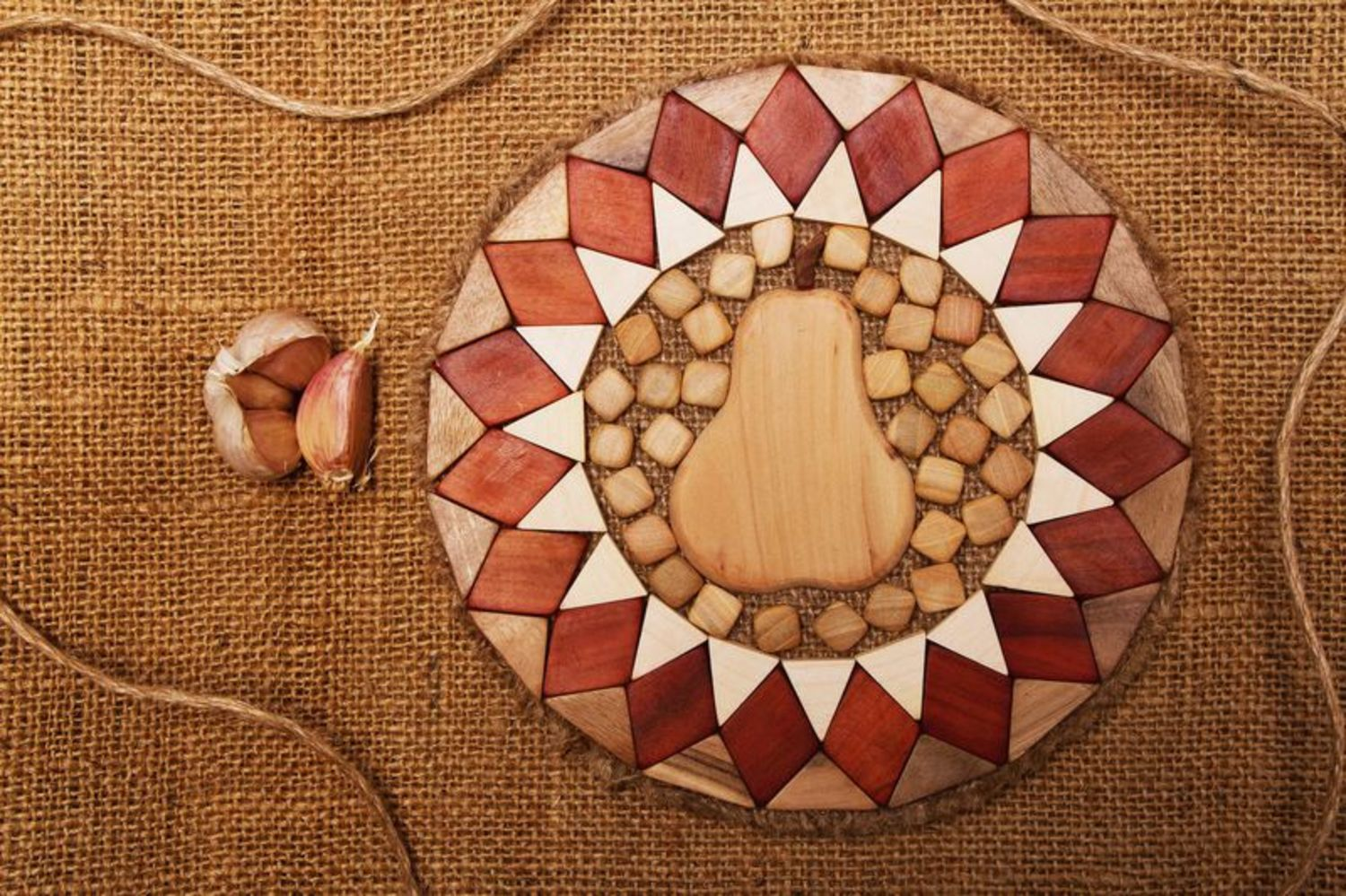 Wooden coaster for hot dishes photo 1