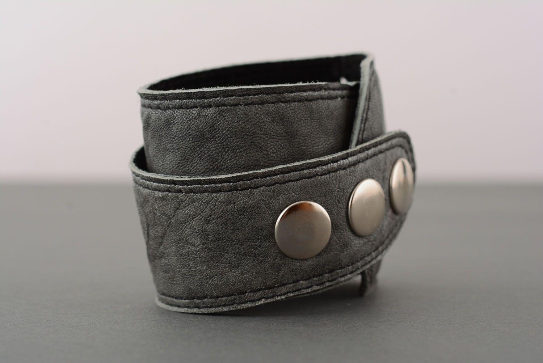 Graues Armband aus Leder foto 2