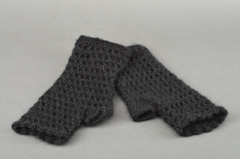 guantes, manoplas Mitones a crochet hechos a mano negros accesorios de moda ropa femenina - MADEheart.com