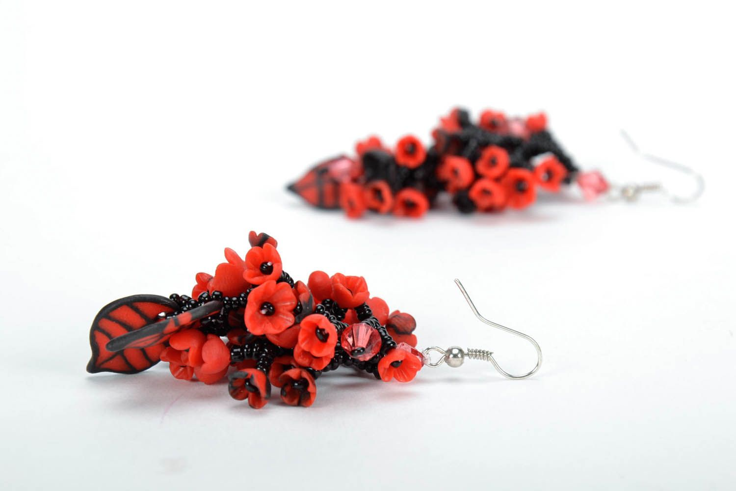 Long black and red earrings photo 4