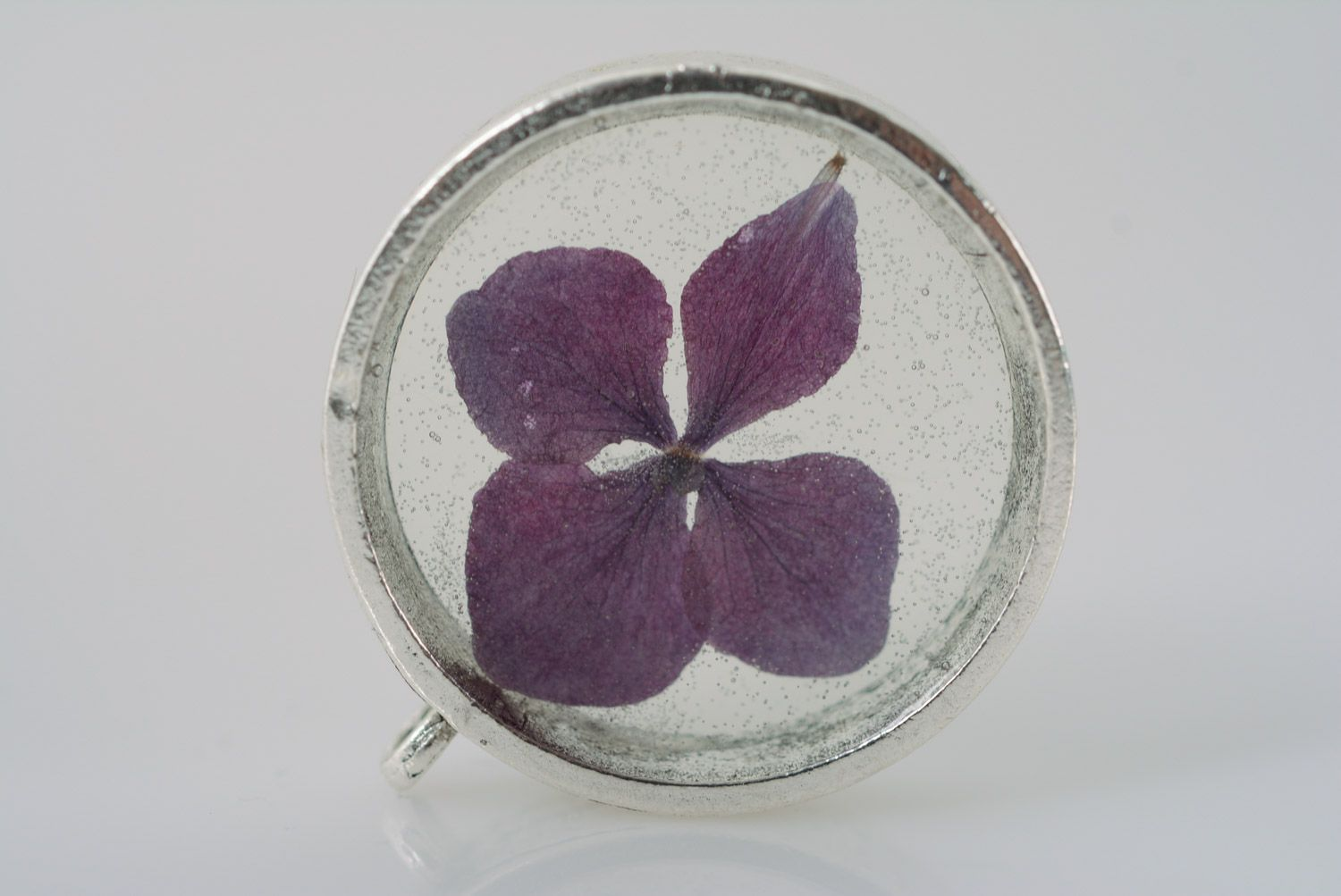 Handmade women's botanical pendant with real violet flower coated with epoxy photo 2