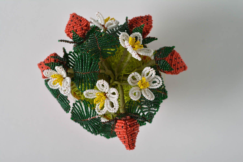 madeheart d coration fleurs dans le pot en perles de rocaille avec fraise faite main l 39 t. Black Bedroom Furniture Sets. Home Design Ideas