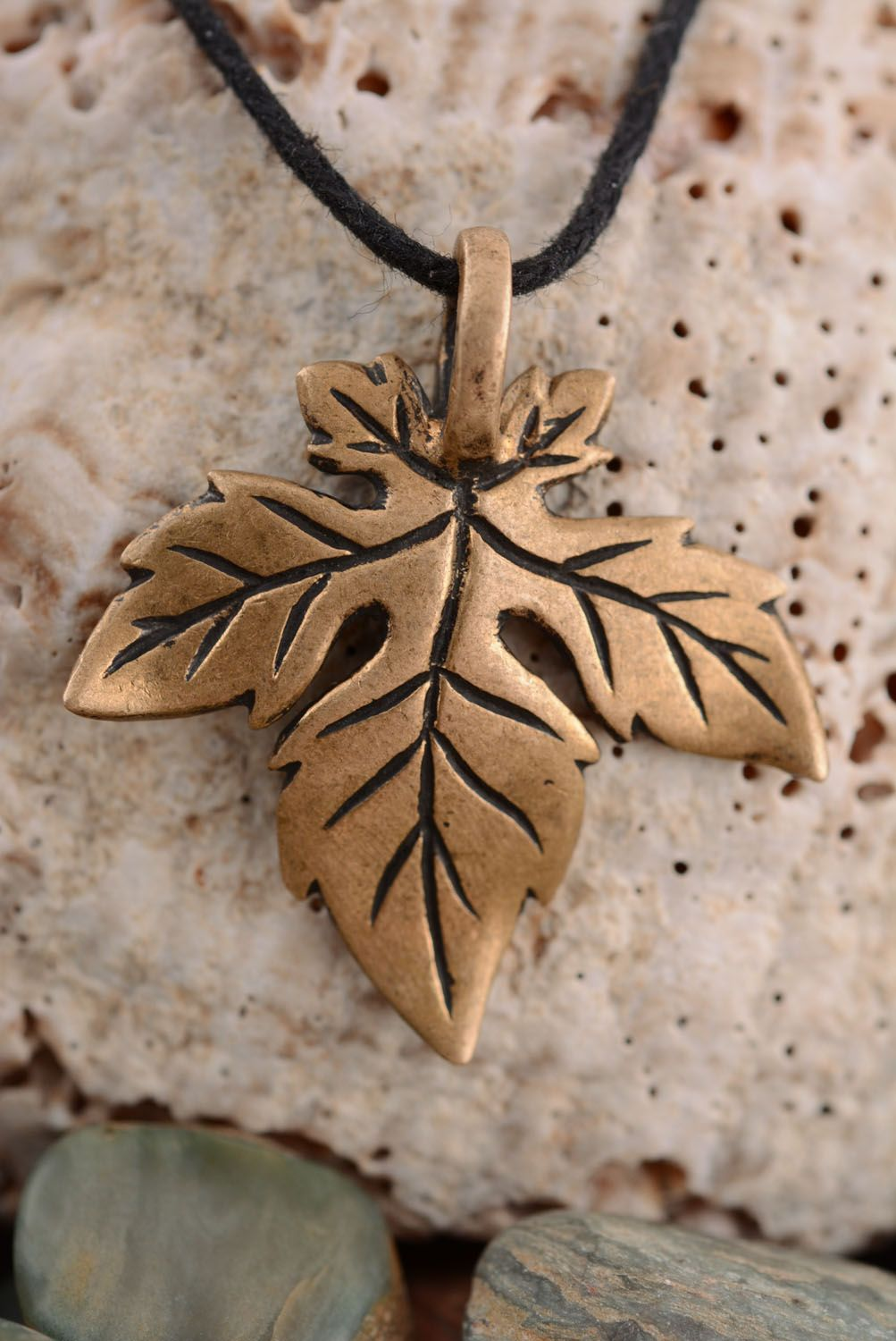 Bronze pendant in the shape of a leaf photo 1