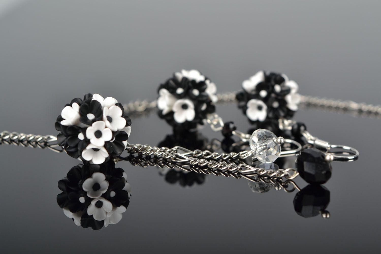 Plastic jewelry set Black and White photo 1