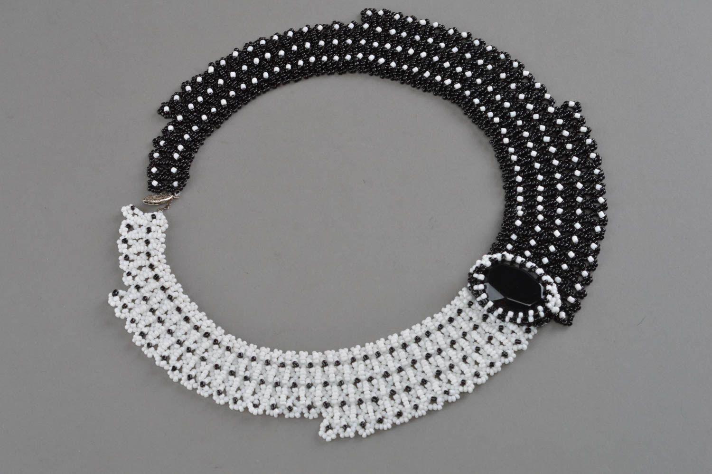 Handmade Collier aus Glasperlen mit Schmuckstein in Schwarz und Weiß für Damen foto 3