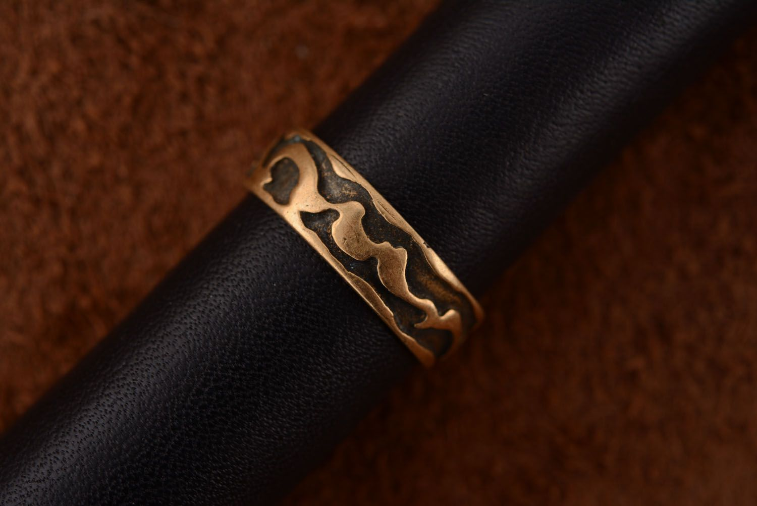 Plain bronze ring photo 3