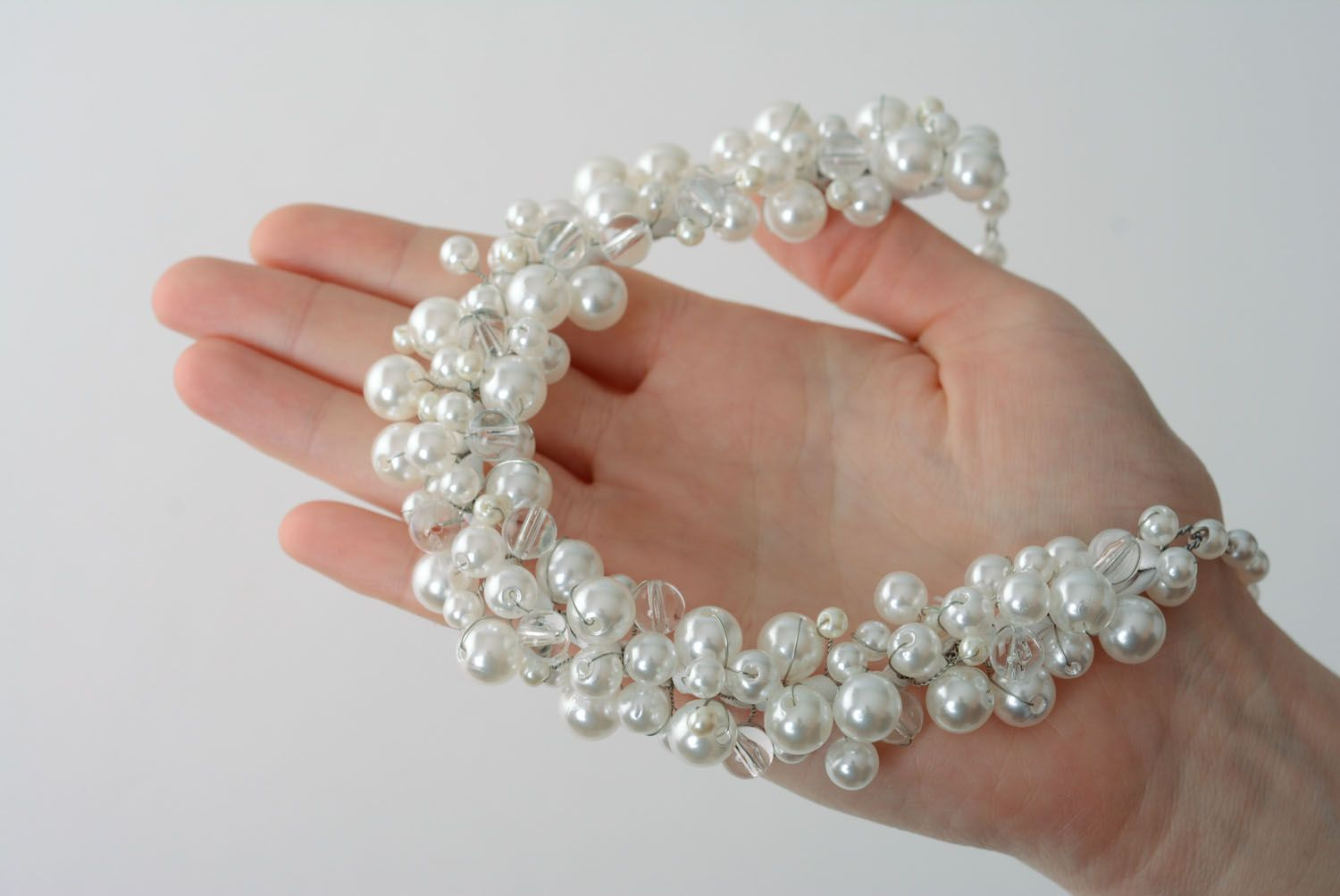 Necklace with pearl-like beads photo 4