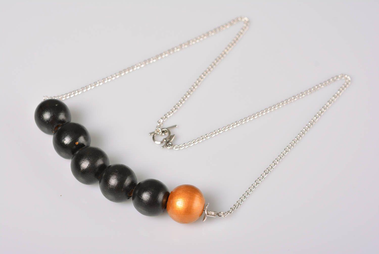Collier en perles de bois sur chaîne métallique fait main original élégant photo 5