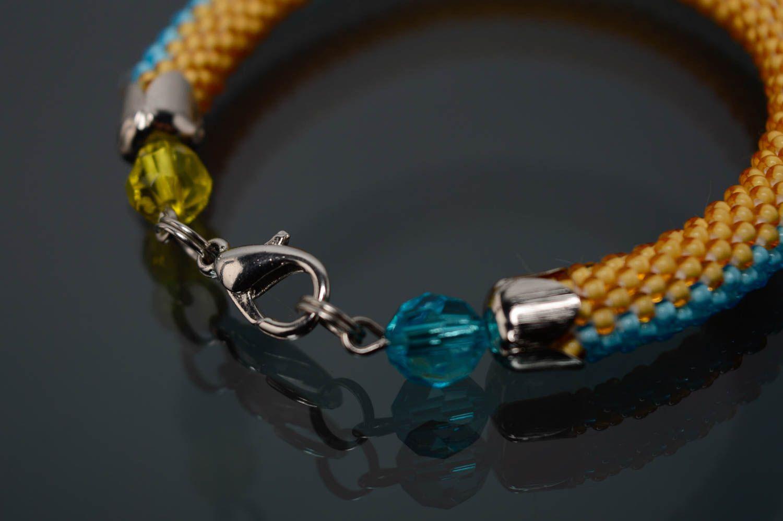 Желто-голубой браслет из бисера фото 5