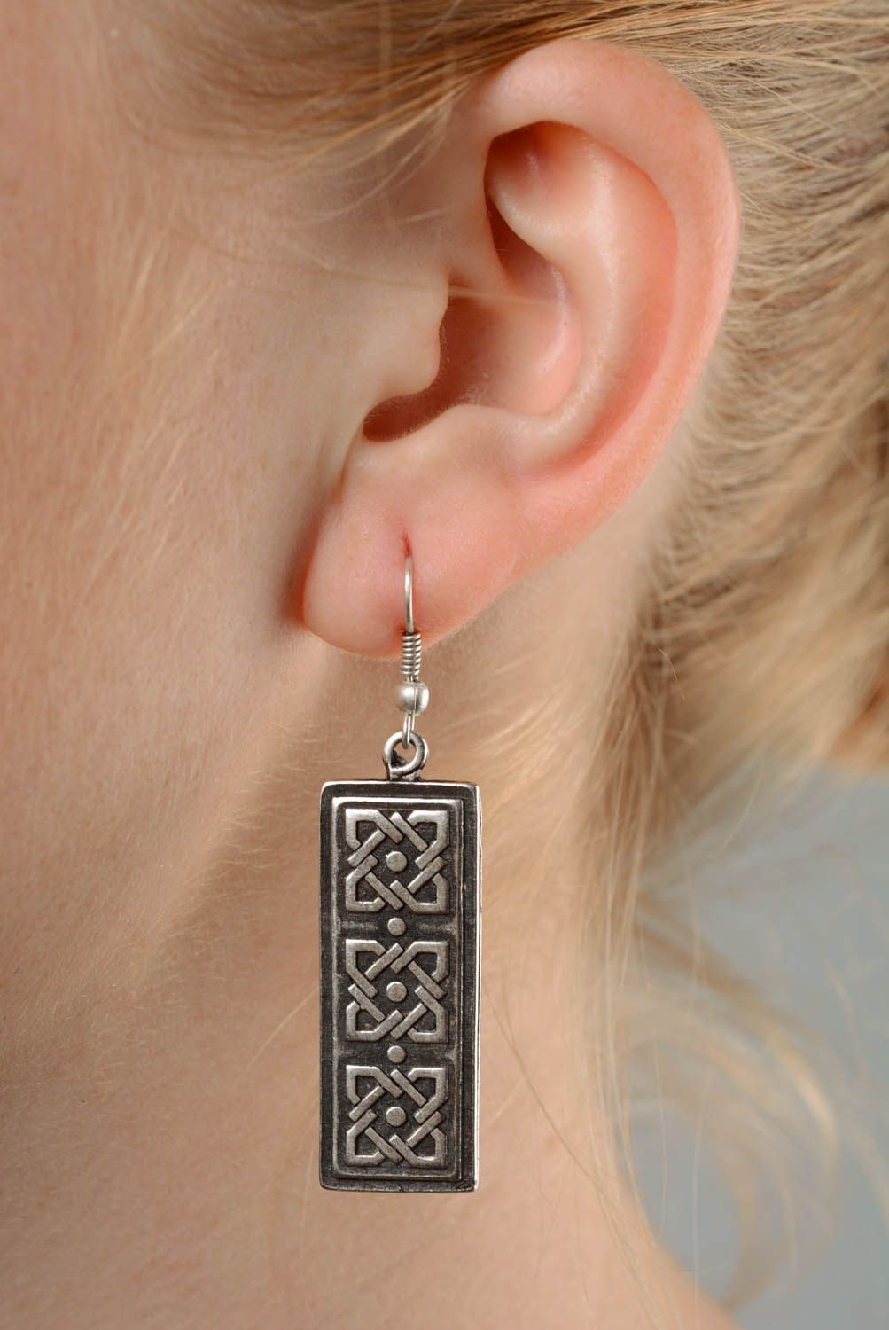 Long earrings made ​​of metal photo 3