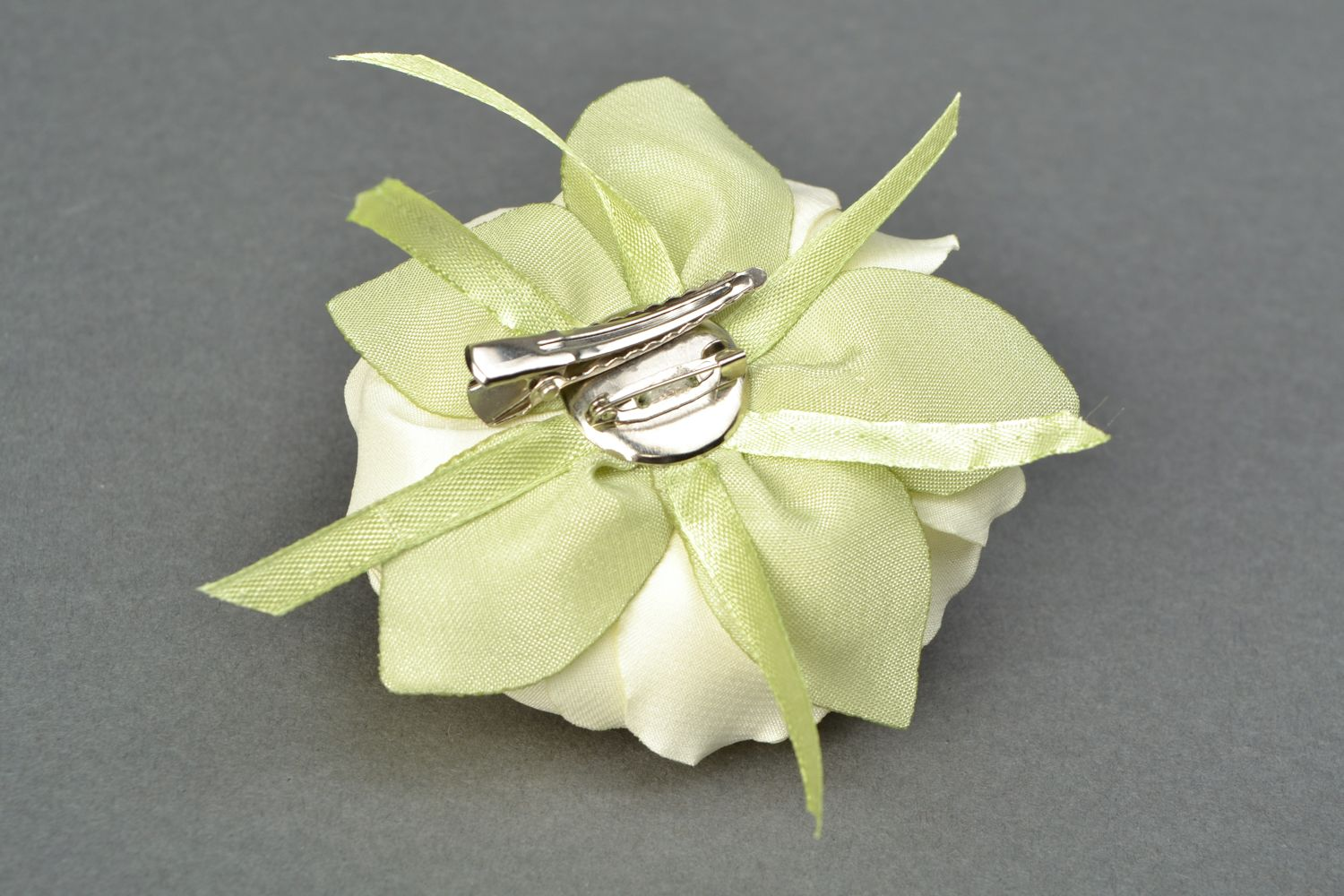 Satin ribbon brooch hair clip in the shape of white rose photo 4