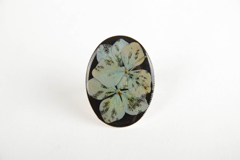 Schöner Designer Ring mit Blumen im Epoxidharz künstlerische Handarbeit foto 4