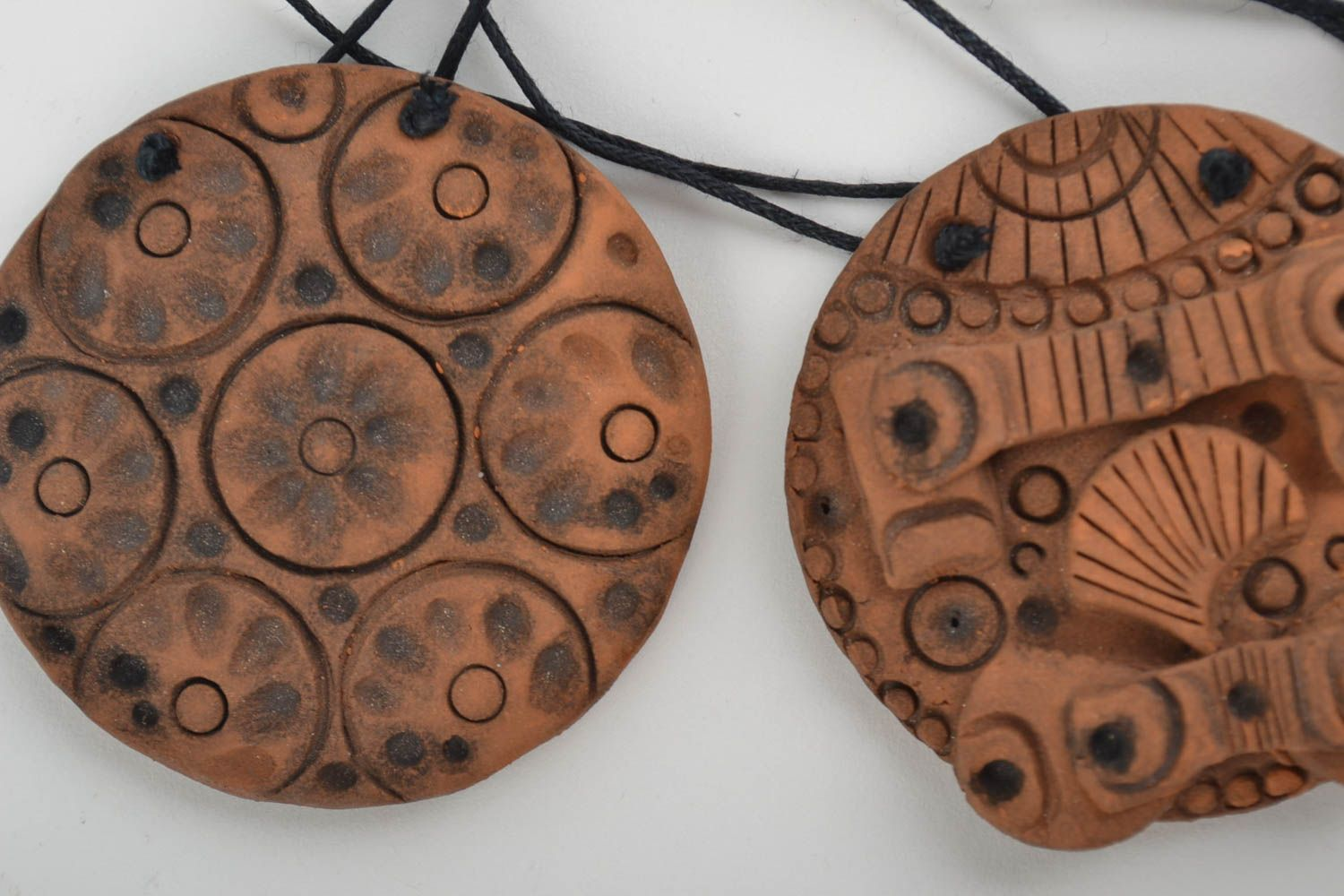 Set of handmade stylish clay pendants of round shape in ethnic style 5 pieces photo 4