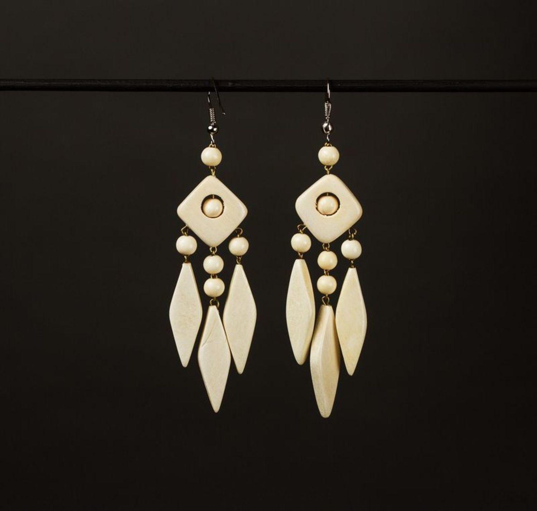 Lange ethnische Ohrringe aus Holz foto 1
