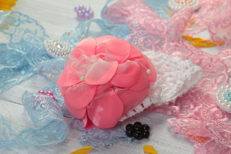 MADEHEART Детская повязка резинка на голову с розовым цветком из органзы ручной работы