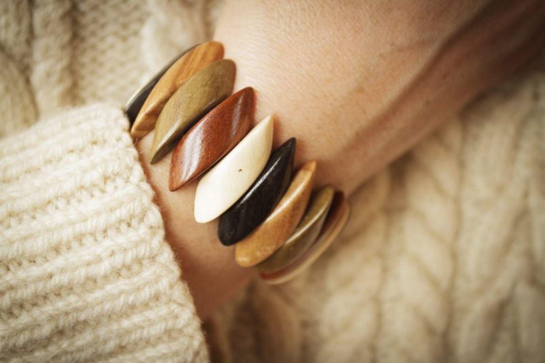 Wooden wrist bracelet photo 4