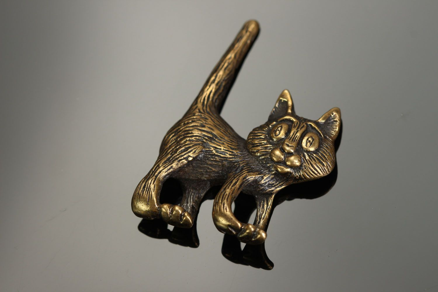 Bronze pendant in the form of a cat photo 1