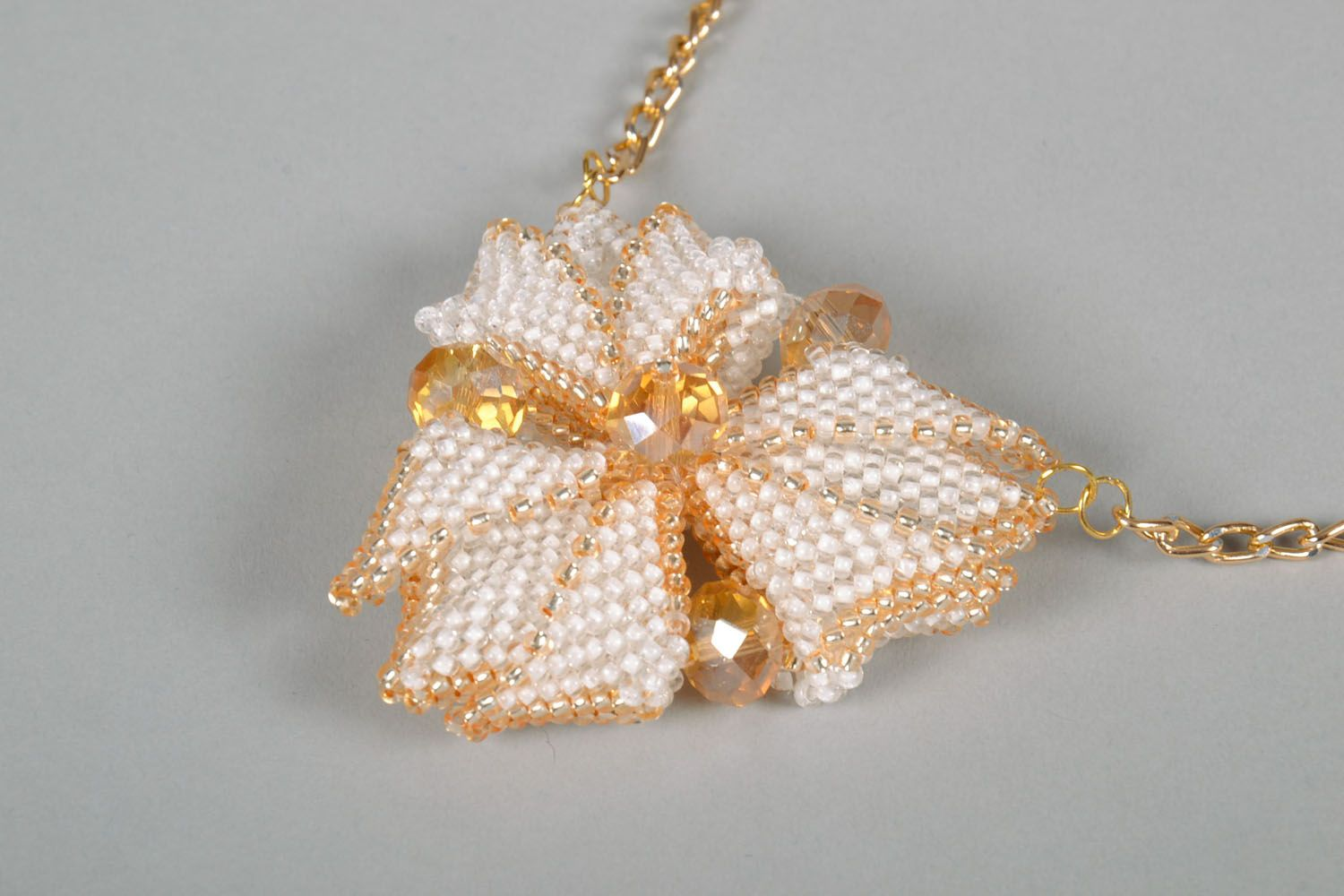 Beaded pendant in the shape of a flower photo 2